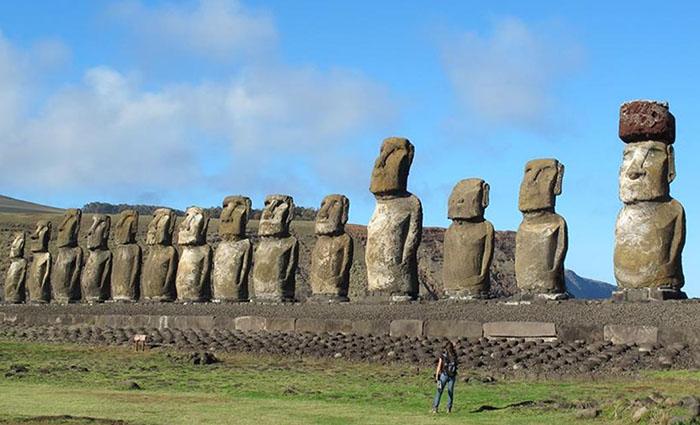 Статуи Моаи.