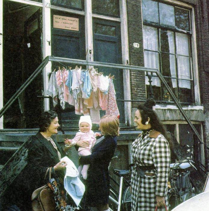 Уличное фото с местными женщинами. Улица Palmgracht 79, 1960-е.