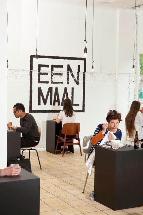 Черно-белый стиль ресторана Eenmaal.