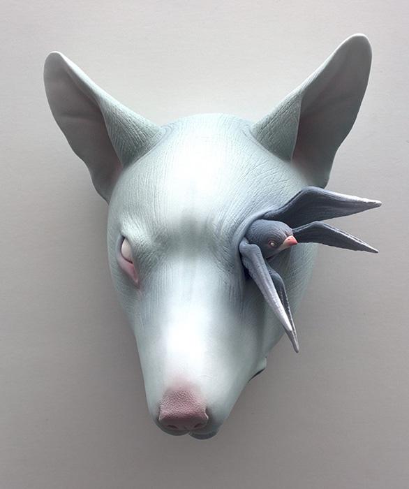 Необычные керамические животные с физическими отклонениями.