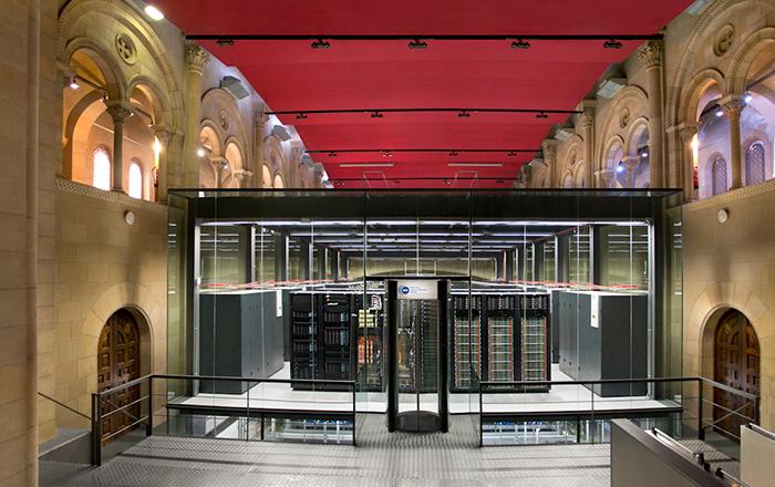 Суперкомпьютер внутри церкви.