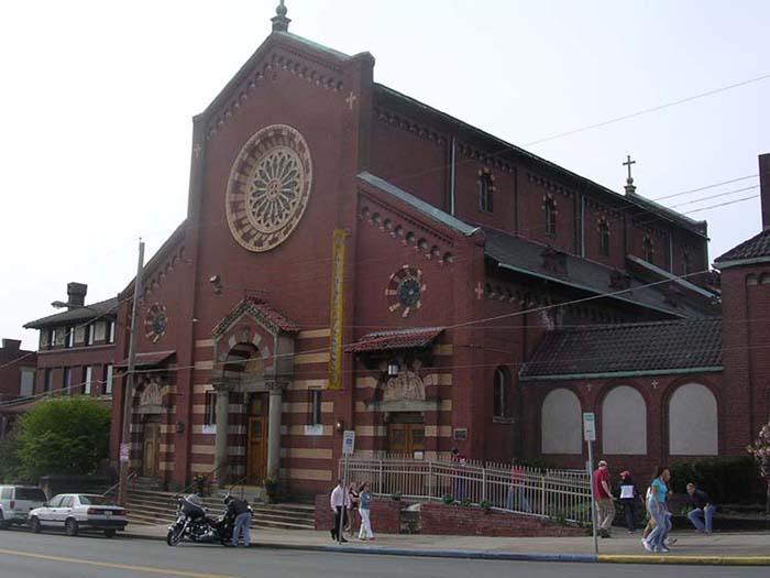 Пивоварня в церкви.