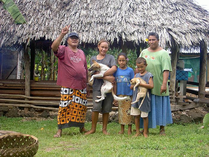 Обычная семья на Самоа.