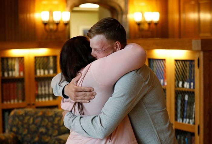 Лили и Энди встретились в библиотеке больницы Майо.