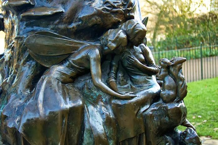 Заказчиком статуи Питера Пена стал сам автор сказки.