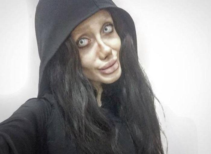Иранка уверена, что выглядит точно, как Анджелина Джоли.