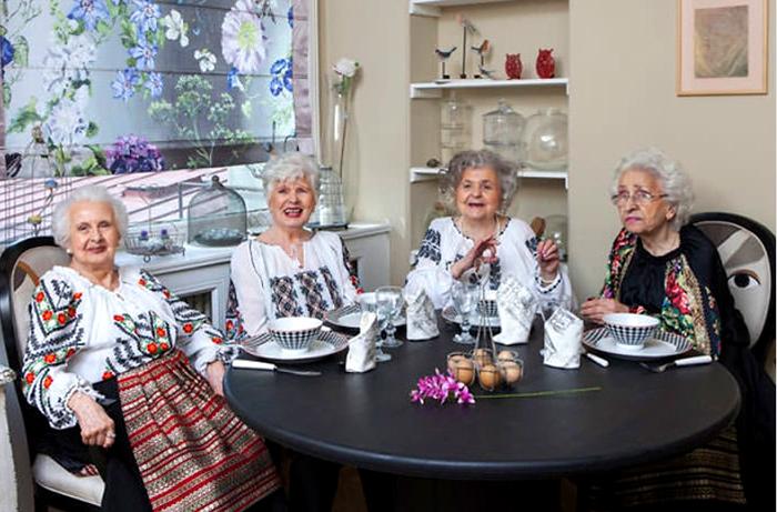 Румынские бабушки снялись для журнала мод. Фото: Eli Driu.