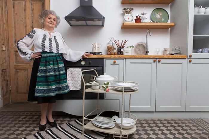 Традиционные платья на пожилых моделях. Фото: Eli Driu.