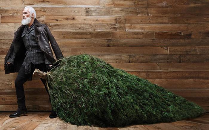 Модный Санта готов сделать сэлфи с любым желающим.