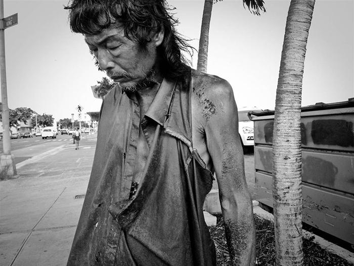 В одном из бездомных на улице девушка узнала своего отца.