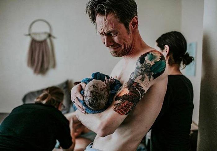 То чувство, когда ты держишь своего первого ребенка в самый первый раз на руках. Instagram dontforgetdad.