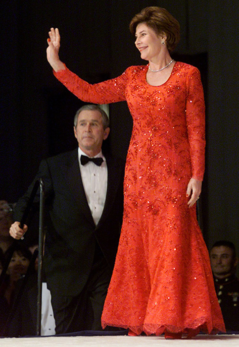 Лора Буш, жена Джорджа Буша-младшего. 2001 год.
