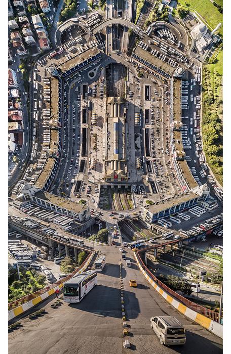 Автовокзал в Стамбуле.  Автор фото: Aydin Buyuktas.
