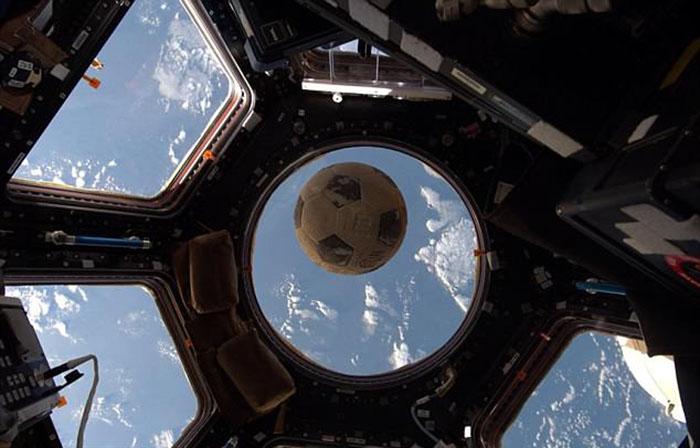 История футбольного мяча, побывавшего в космосе.