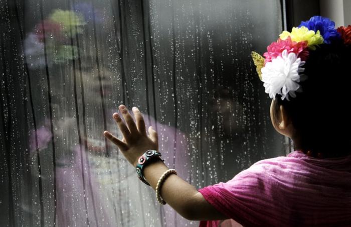 Цветы в волосах дополняют образ Фриды Кало.