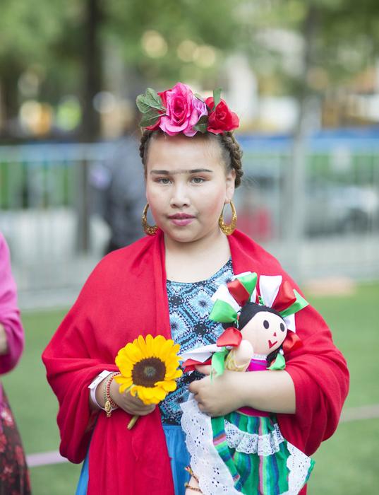 Девочка в образе Фриды Кало.