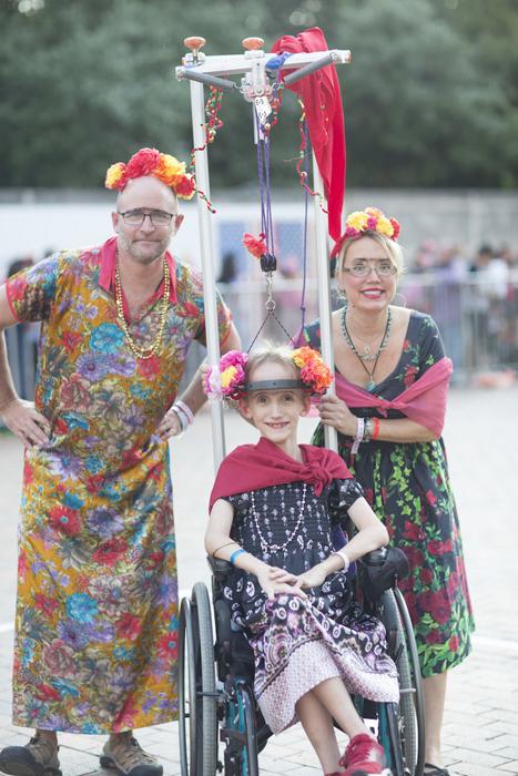 На праздник собралось более тысячи людей, переодетых в Фриду.