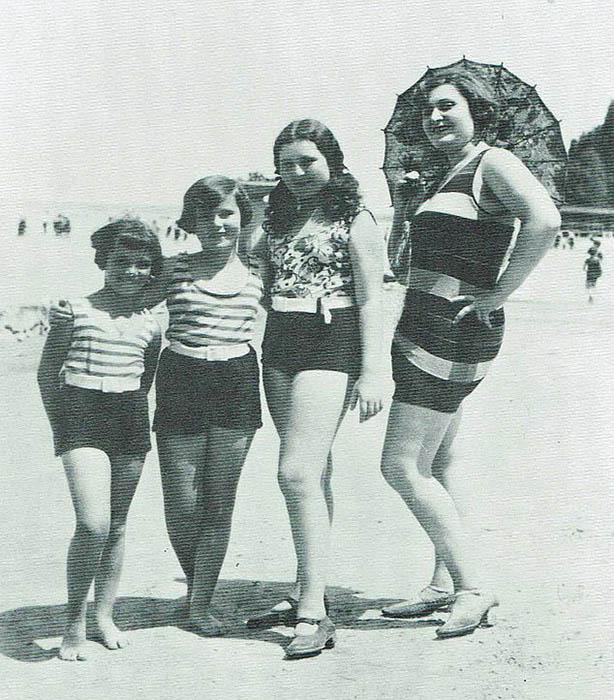 Джоли Габор со своими дочками.