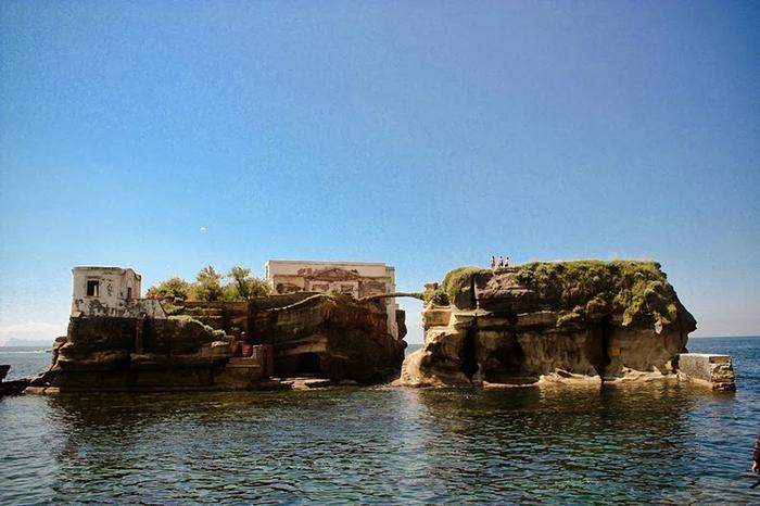 Острова Гайола находятся всего в 30 метрах от берега.