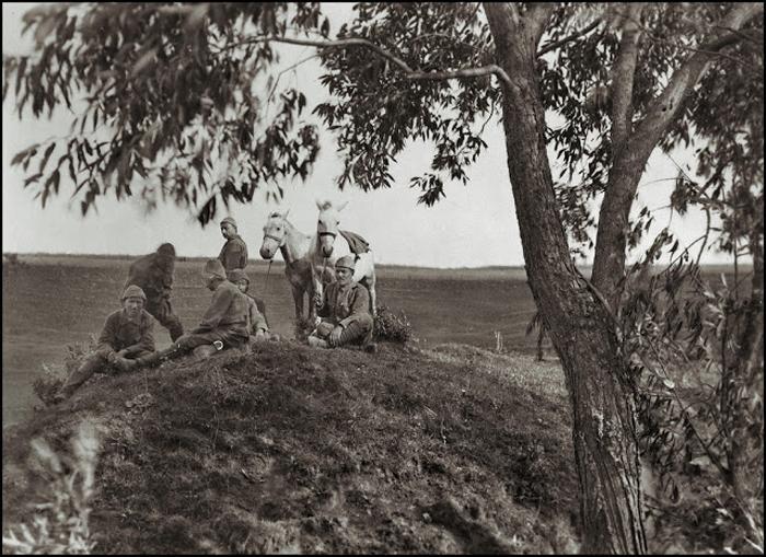 Солдаты на привале. Галиция, ок.1920г.