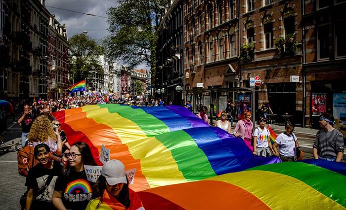 Марш гордости в Нидерландах.