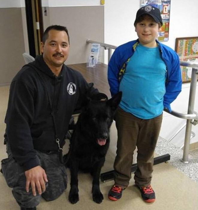 Мальчик провел целый день со служебными собаками и спецотделением полиции К-9.
