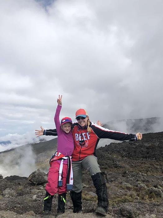 Подъем на вершину Килиманджаро занял у Монтаны пять дней.