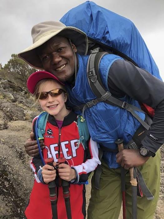 Официально на маршрут Килиманджаро не разрешается допускать детей младше 10 лет. Монтана получила особое разрешение при условии сопровождения гида.