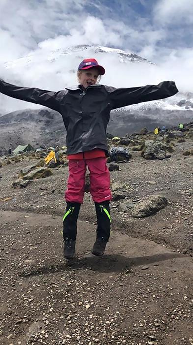 Девочка стала самой юной среди всех путников, которые добирались до вершины горы.