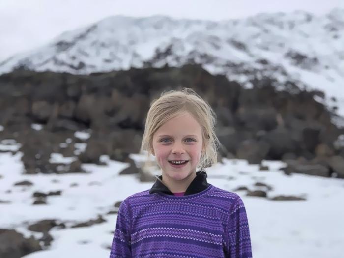 Девочка решила совершить это восхождения, чтобы отдать дань своему погибшему папе.