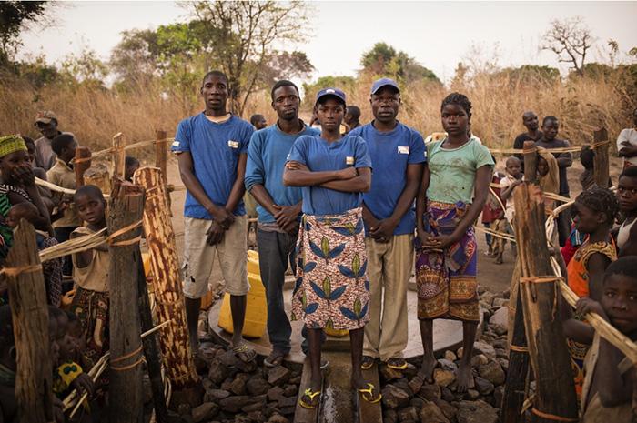 Группа во главе с Натальей. Группа помогает поддерживать колодец и насос в рабочем состоянии, а также занимается вопросами просвещения.