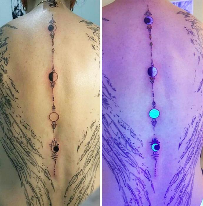 Фазы луны - УФ-татуировка.