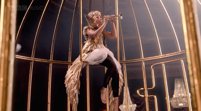 Фантастические сцены из музыкального видео ВВС.