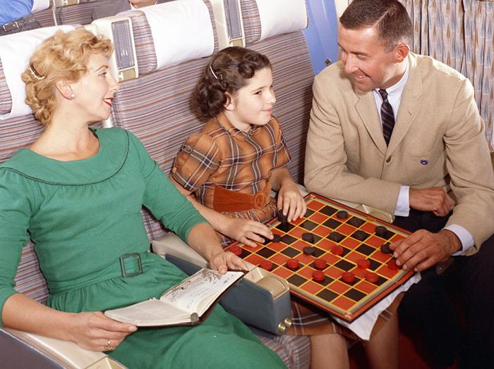 Стоимость подобных путешествий была невероятно высокой в то время, поэтому далеко не каждый мог позволить себе путешествовать самолетом.