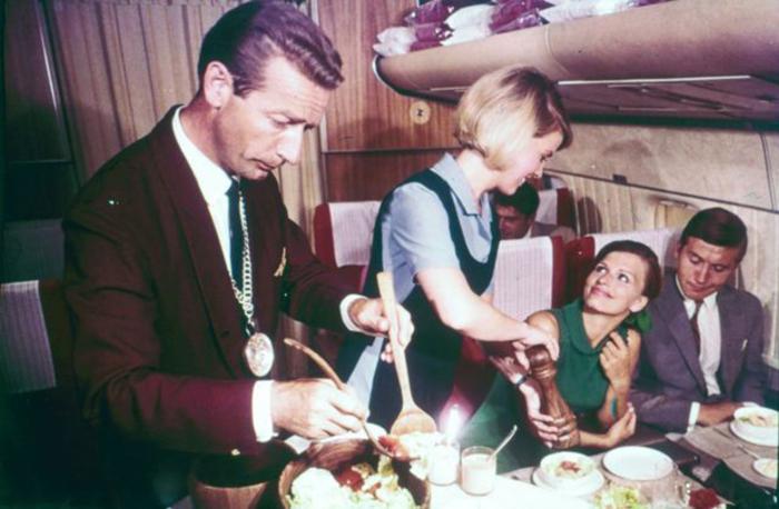 В 1950-1970-е путешествия самолетом были доступны все еще только состоятельным людям.