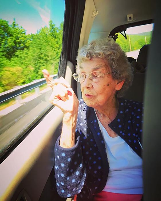 Брэд признался, что ему стало обидно за бабушку, в жизни которой не было путешествий.