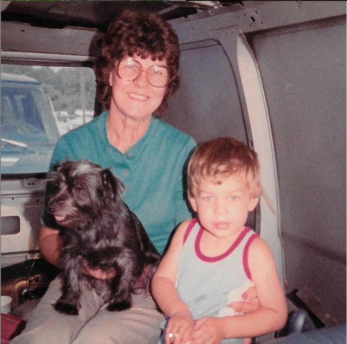 Бабушка Джой и маленьки Брэд.