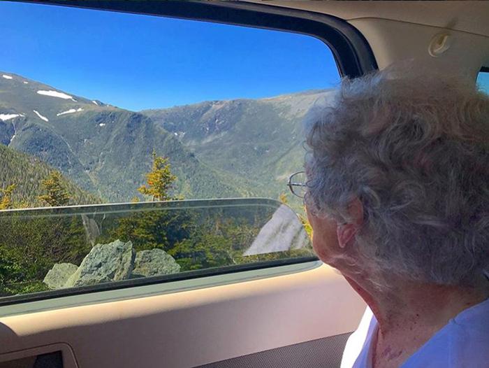 Вместе с внуком бабушка объездила почти всю страну.