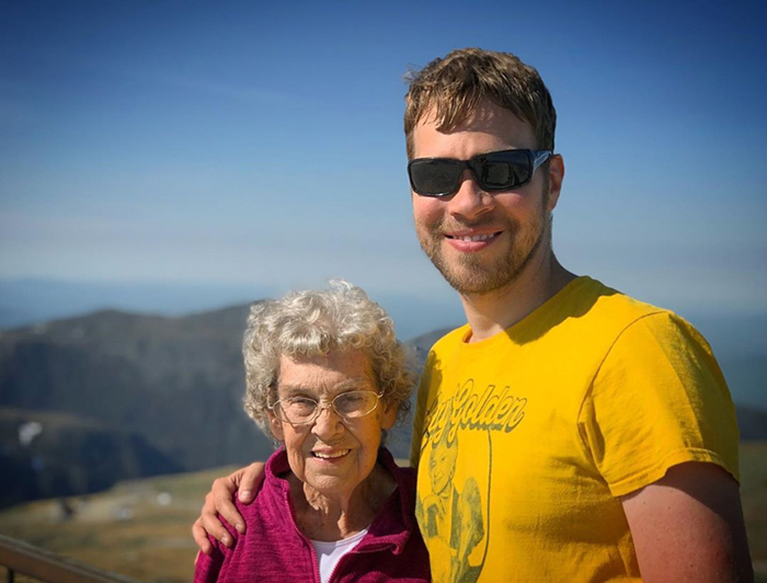 Брэд Райан и бабушка Джой.