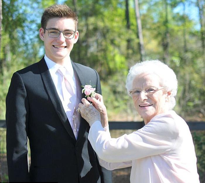 фото бабушек показывающих свои