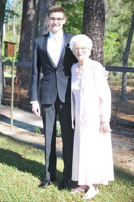 Внук и бабушка на выпускном вечере.