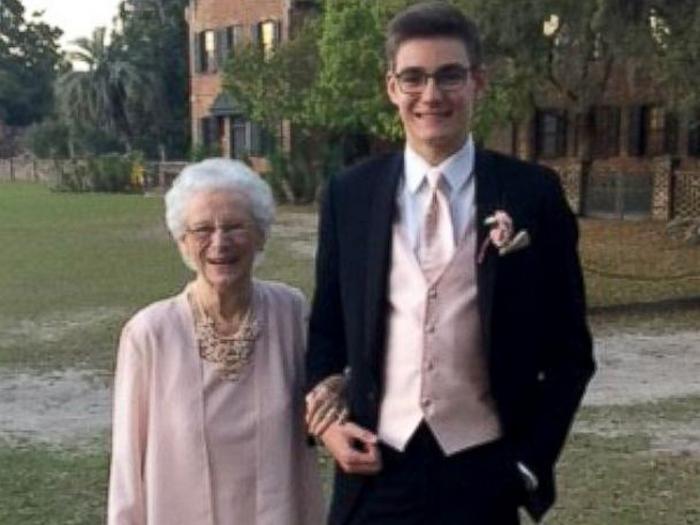 Внук взял бабушку фото 248-817