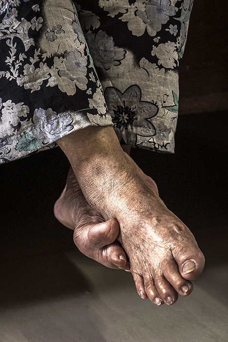 В молодости бабушка и дедушка пешком преодолели две страны.  Фото: Hạ My Photography.
