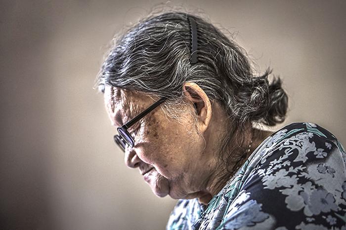 Бабушке 82 года.  Фото: Hạ My Photography.