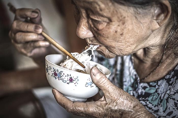 Любимая еда бабушки.  Фото: Hạ My Photography.