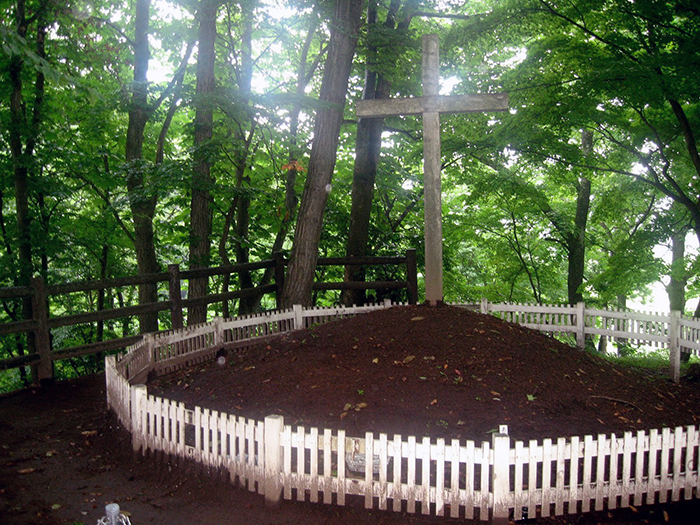Предполагаемая могила Иисуса Христа на территории поселка Шинго.