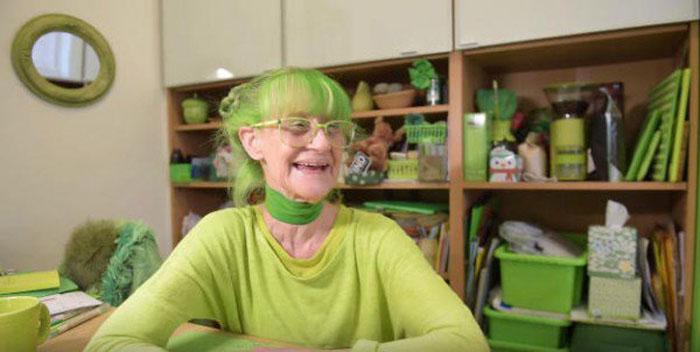 В доме у Элизабет большинство предметов - зеленого цвета.