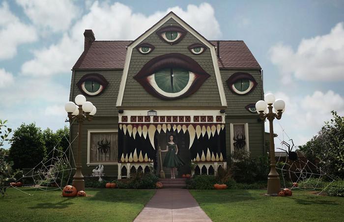 Жуткий монстр-дом. Все декорации сделаны своими руками.
