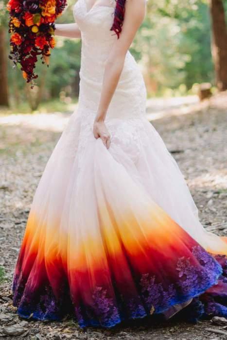 Платье, раскрашенное с помощью аэрографа. Фото: James Tang.