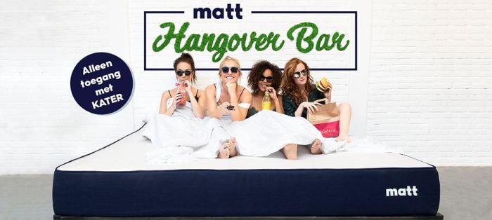 Реклама бара Hangover.